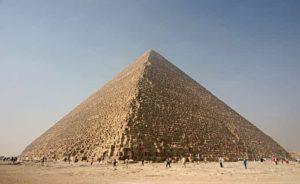 La pyramide de Khéops à Gizeh en Egypte