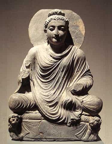 Représentation de Bouddha avec influence artistique grecque