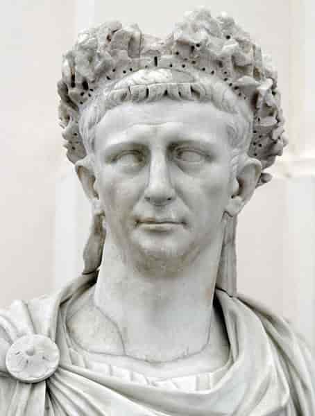 A quoi ressemble l'empereur claude ?