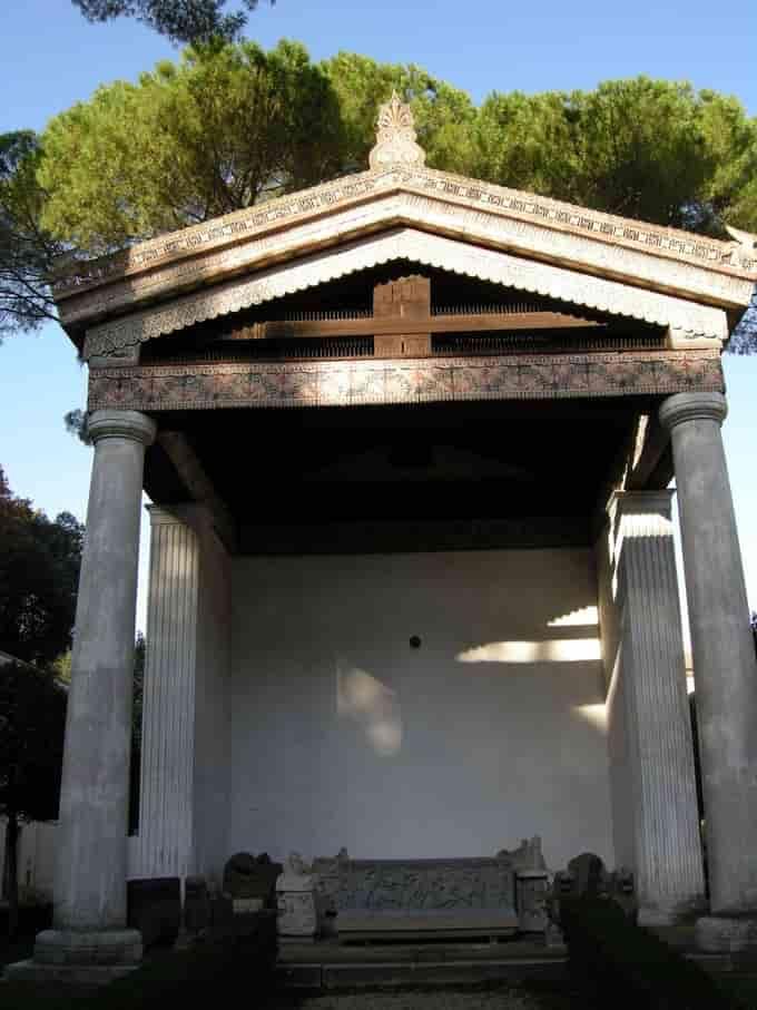 Reconstruction d'un temple étrusque